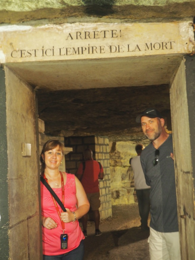 Paris Catacombs Arrete c'est ici l'empire de la mort